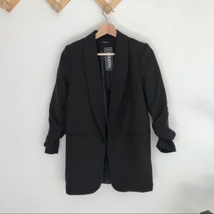 NWT boohoo | black ruched sleeve blazer